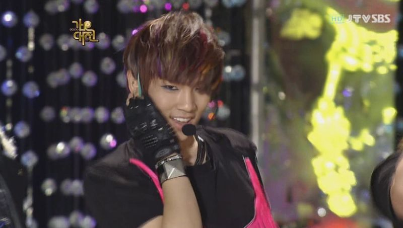 SHINee  SJ -20091229 -Gee on S Gayo [astar].avi_000082849