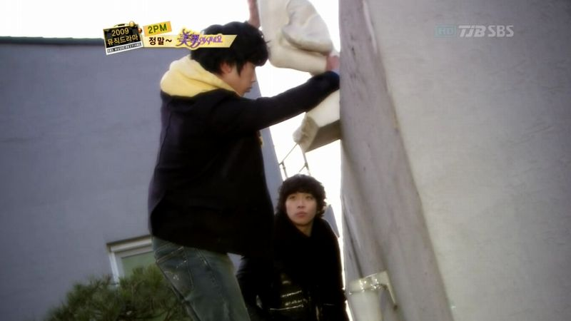 2PM - 20091229 - YB Parody on S OYAG.avi_000247880