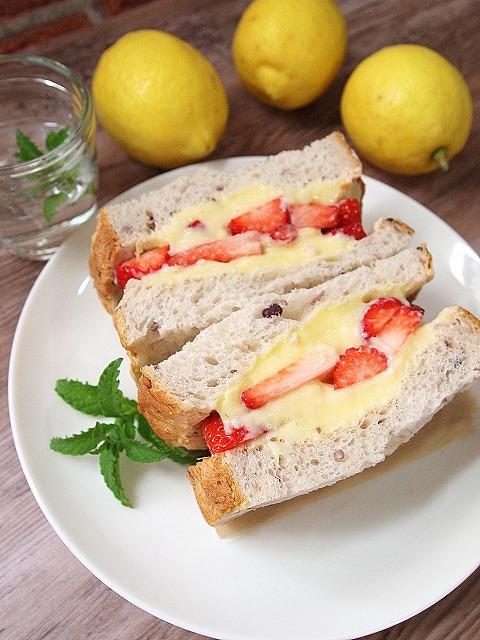 023いちごパン