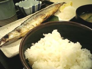 松乃家で秋刀魚焼き定食003