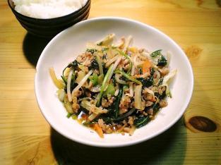 粗挽き豚ともやし野菜ピリ辛中華炒め001