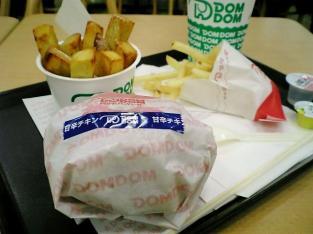 DOM2NEW甘辛チキンバーガーセットとスイートポテト001