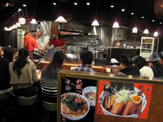 2010/01/03麺屋武蔵新宿本店店内