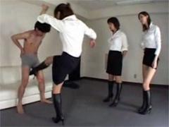 連続金蹴り!!長身ブーツ痴女3人組がM男の金玉を蹴り上げまくる!