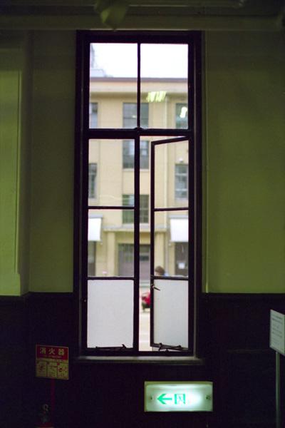 窓の向こう/京都芸術センター