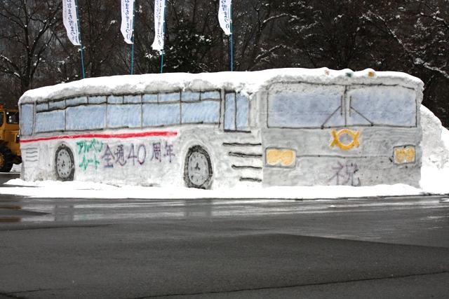 「トロリーバス」雪像