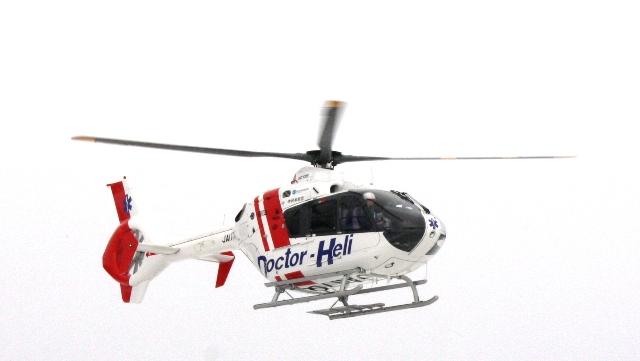 着陸する「ドクターヘリ」