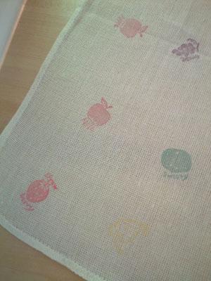 ふるーつ判子布巾のアップ