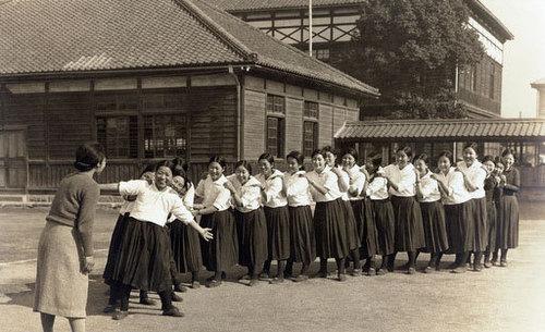 だざい太宰治 女生徒 15 昭和初期の女学生 W500H305