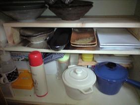 皿などの収納スペース