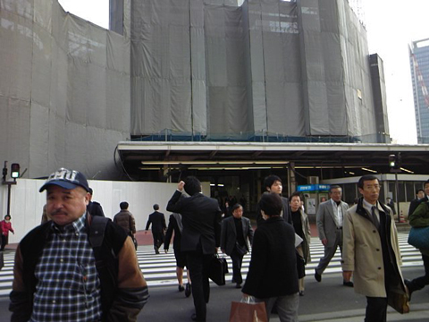 東京駅は工事中