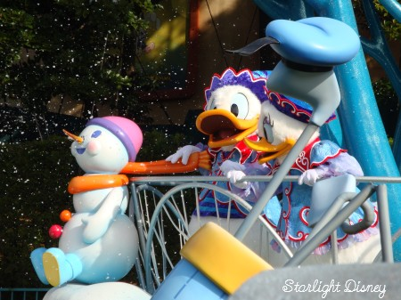 white holiday parade-donalddaisy2