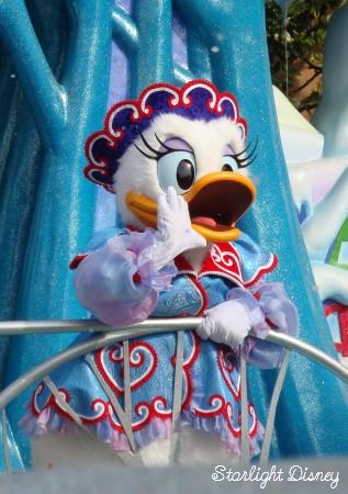 white holiday parade-daisy4