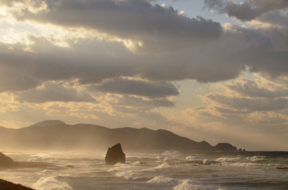 持ち石海岸 観音岩