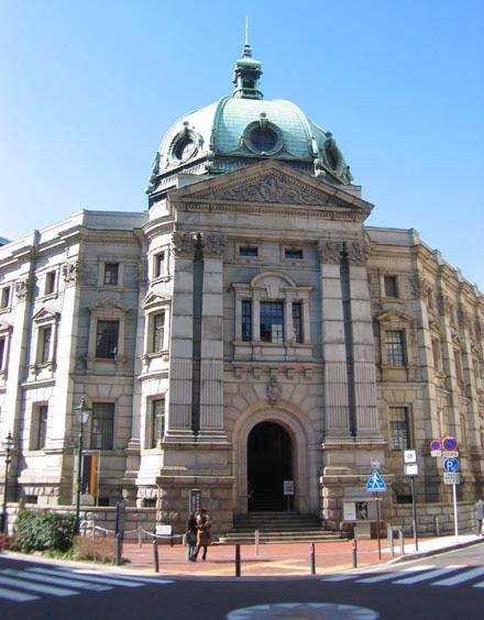 神奈川県立歴史博物館正面②