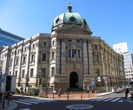 神奈川県立歴史博物館正面