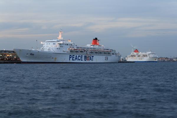 大桟橋の客船