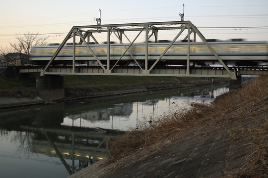 小さな鉄橋を渡る