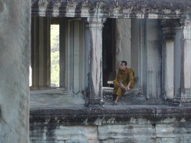 Aワットで休む僧侶