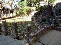千駄ヶ谷の富士塚・採掘跡池