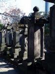 仙寿院里見日遥上人の墓