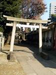 田端八幡神社 一の鳥居と旧谷田川橋欄干