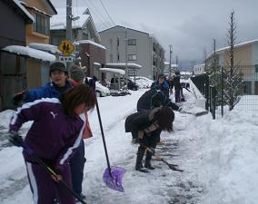 金大一年生の初めての元気な雪かきボランティア