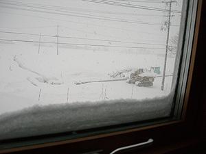 トリプルサッシについた雪