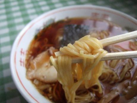 細めのストレート麺