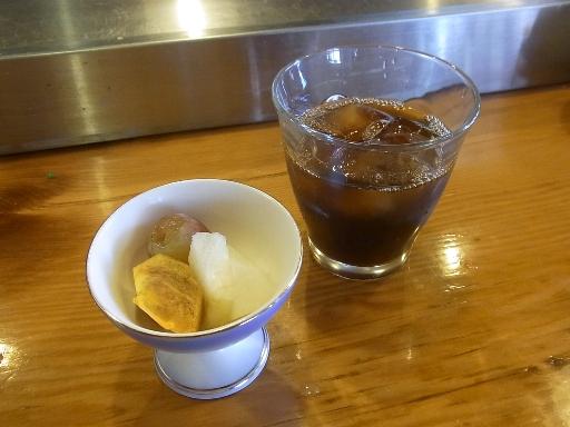 フルーツとアイスコーヒー