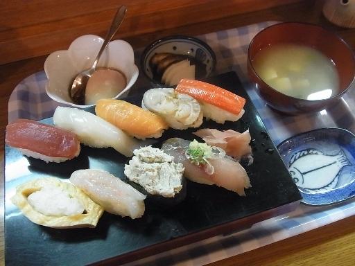生寿し9貫(味噌汁・温泉玉子)