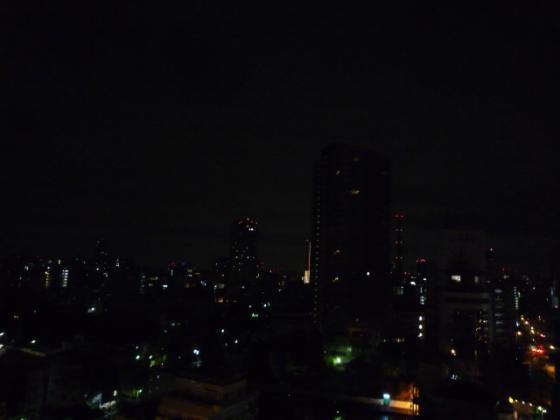 まだ外は真っ暗・・・