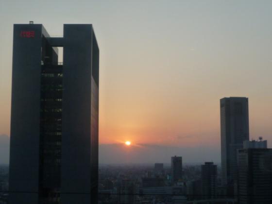 新宿駅南口から眺める夕暮れ・・・