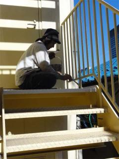 事務所の外階段のペンキ塗替え