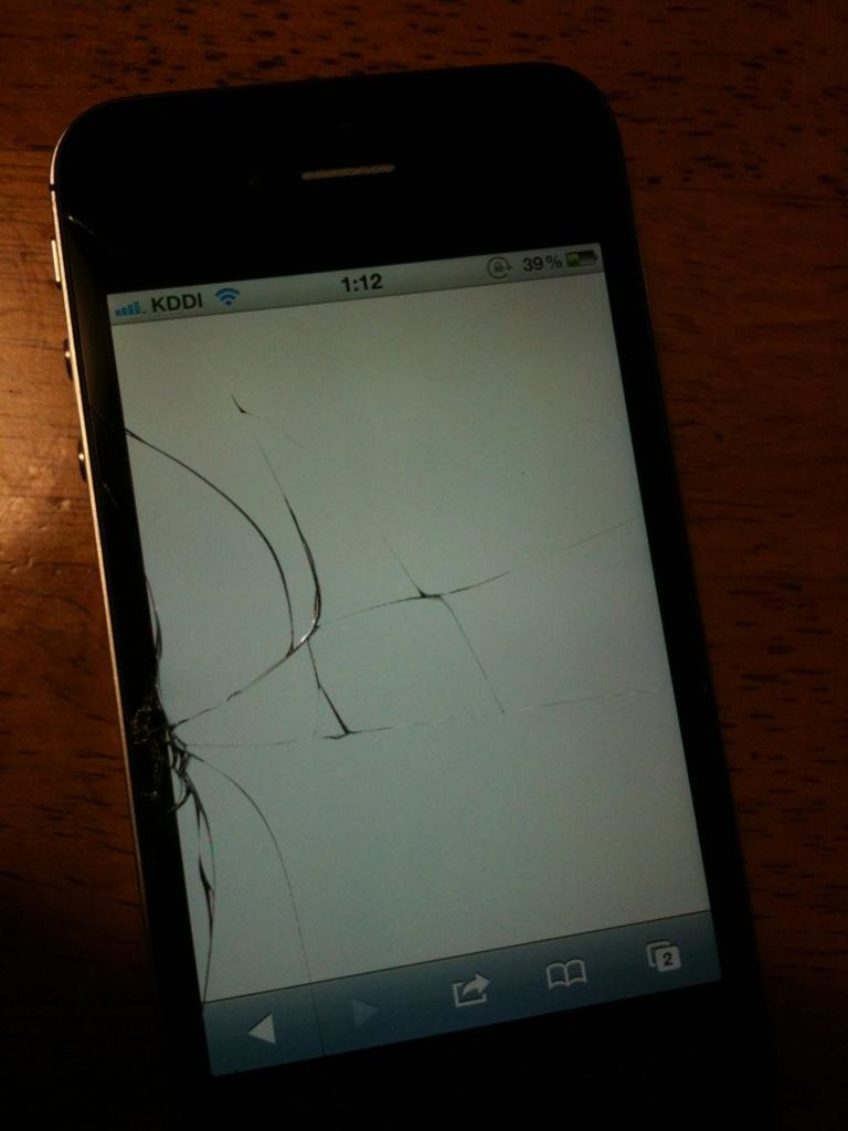 iPhone4S割れる