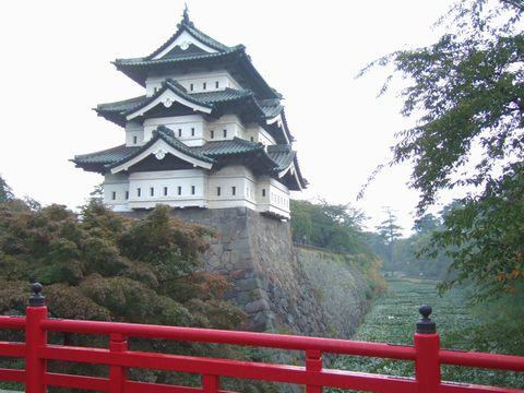 朝の弘前城