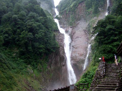 落差日本一、称名の滝。