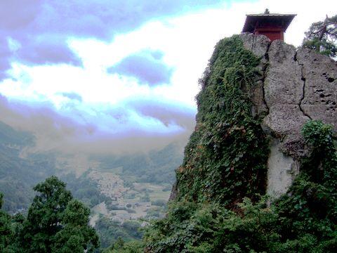 山の頂きに立つ納経堂