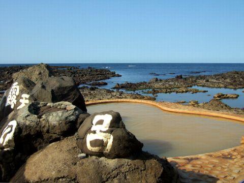 日本海の波が眼前に迫る