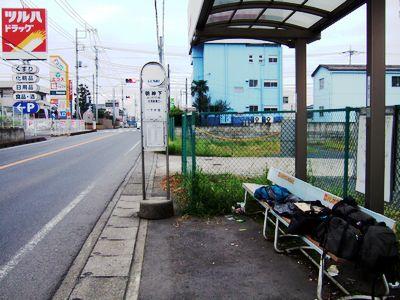 バス停での野宿