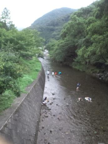 キャンプ場川