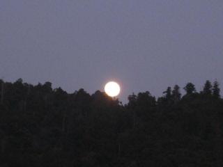 三輪山山頂から満月