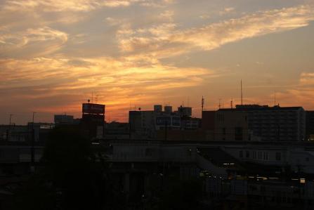 夕映えの新松戸駅