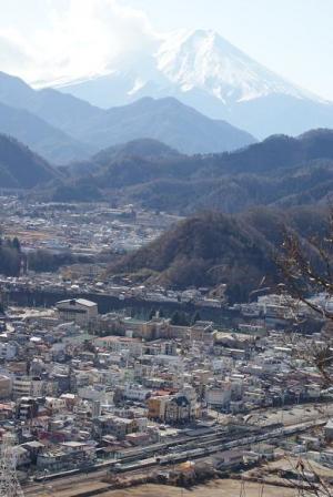 富士山と大月駅