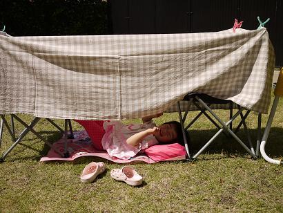 2011 05 25 テントごっこ tibi02