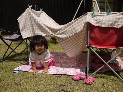 2011 05 25 テントごっこ tibi03