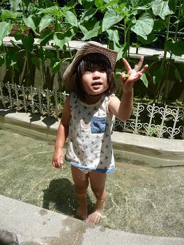 2011 06 24 幼稚園で川あそび tibi02