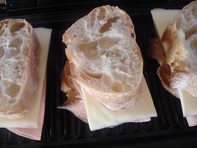 ハム&チーズをサンド