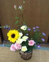 庭の花と一緒にアレンジ^^;