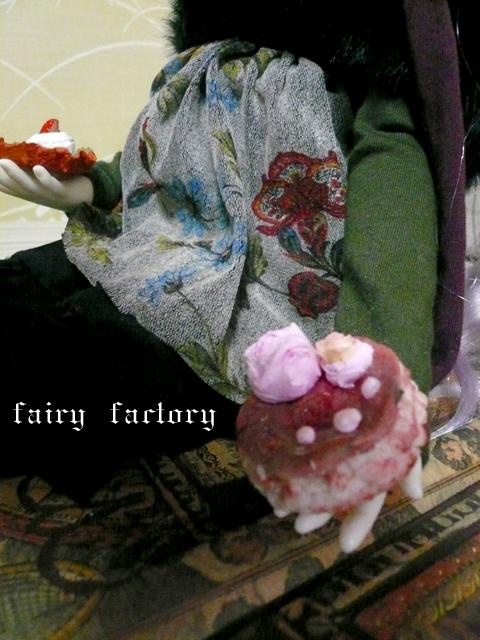 薔薇の花のクリーム付きケーキ(//^-^//)なの...